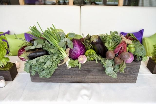 Centros de navidad frutas y hortalizas una opci n natural lazareno estudio - Composition florale avec fruits legumes ...